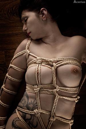 Abgeschnürte brüste